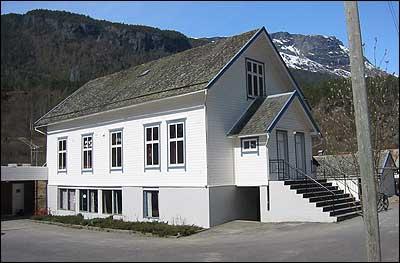 Gamleskulen i Fortun. (Foto: Ottar Starheim, NRK © 2003)