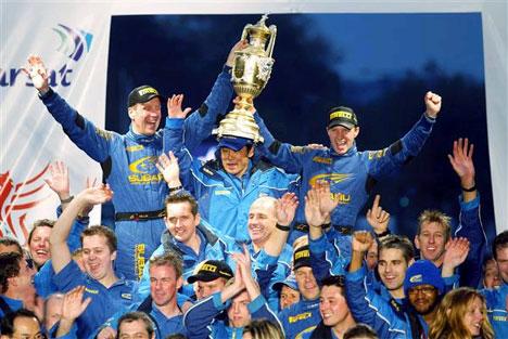 Subaru jublet etter VM-tittelen. I ettermiddag vil Petter juble i Spydeberg.