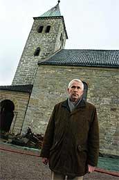 Sogneprest Thor Egil Abrahamsen, ved Gjerpen kirke. (Foto:Scanpix/Erlend Aas)