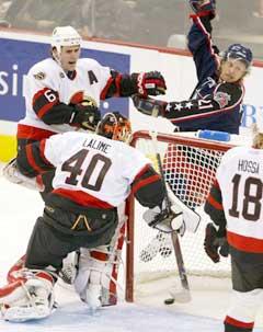 Espen Knutsen jubler etter at Columbus har tatt ledelsen mot Ottawa. (Foto: AP/Scanpix)