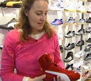 - Dette er sko som er veldig trendy akkurat nå, sier skodesigner Ulla Chauton. Både når det gjelder sko og lekebiler er det en ting som gjelder: Å ligne rallymesteren Petter Solberg.