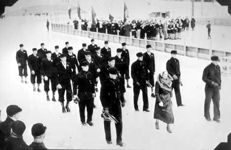 Lake Placid arrangerte OL i 1932. Her marsjerer den norske troppen inn under åpningsseremonien. (Foto: Scanpix)
