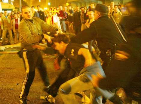 Politiet måtte gripe inn mot spanske supportere før kampen. (Foto: AP/Scanpix)