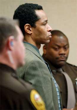 John Mohammad (42) ble mandag funnet skyldig i å ha drept to mennesker i området rundt Washington DC. Han risikerer dødsstraff. (Foto: Reuters-Scanpix)