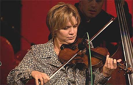 Alison Krauss selger vsært mange plater til å være bluegrassmusiker. Foto: Mark Humphrey, AP.