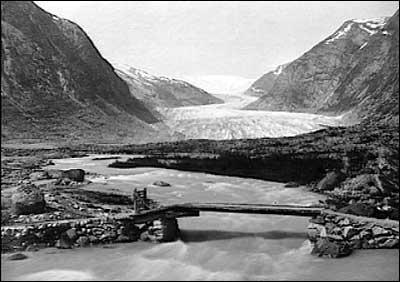 Nigardsbreen var kring år 1900 lenger framme i dalen enn den er i dag.
