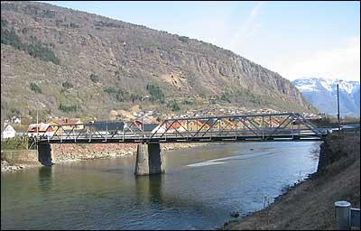 Gamlebrua i Gaupne. (Foto: Ottar Starheim, NRK © 2003)