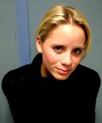 En fornøyd Christine Guldbrandsen besøkte NRK Hordaland dagen etter platelanseringen. Foto: Dag Folkestad.