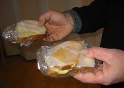 Fylkesskattesjefen i Oppland verdsette slike matpakker til 150 kroner stykket.
