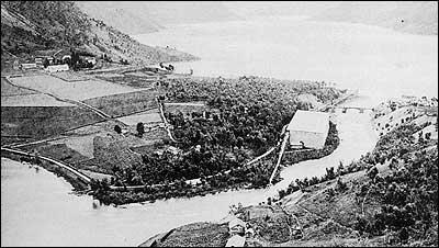 Oversikt over isanlegget ved elva i Skjolden.