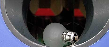 Returordning for lyspærer skal være tilgjengelig i butikker som selger dette. Om man får en egen panteautomat, slik man har for flasker, vites ikke.