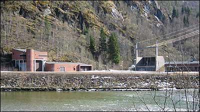 Jostedal kraftverk ved Myklemyr. (Foto: Ottar Starheim, NRK © 2003)