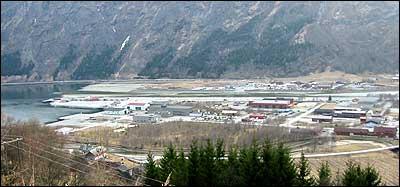 Dagens industriområde i Gaupne. (Foto: Arild Nybø © 2003)