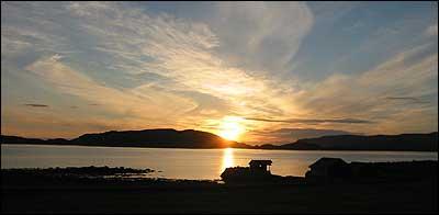 Frøysjøen og Frøya sett frå Botnane. (Foto: Arild Nybø © 2003)