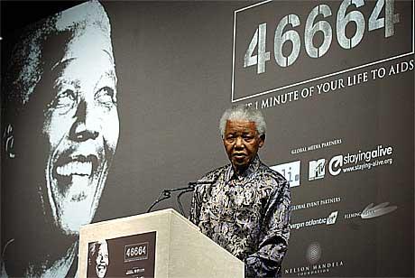 kampanjen for å øke bevisstheten rundt AIDS-problematikken ble startet 21. oktober i år av Sør-Afrikas ekspresident Nelson Mandela. Foto: Richard Lewis, AP.