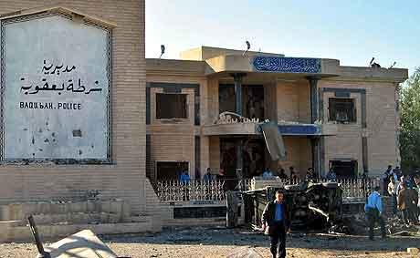 Politistasjonen i Baquba etter angrepet. Foto: Johnson Lai, AP