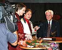 Prix Radios første hederspris gikk til Lars Roar Langslet - mannen som tok initiativ til oppløsningen av kringkastingsmonopolet høsten 1981.(Foto: Jon-Annar Fordal)
