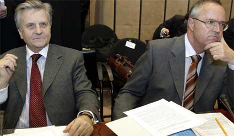 IKKE ENIGE: Tysklands finansminister Hans Eichel (t.h.) og sentralbanksjef Jean Claude Trichet er ikke helt enige om budsjetter. Foto: AFP/Scanpix.