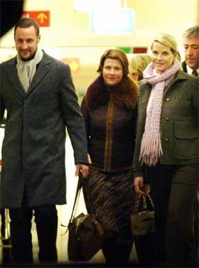 Resten av kongefamilien kom på besøk da Kong Harald ble innlagt forrige tirsdag.( Foto: Tor Richardsen/Scanpix.)