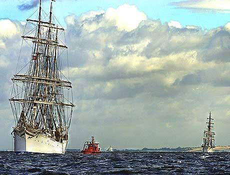 """Dei norske seglskipa """"Christian Radich"""" og """"Statsraad Lemkuhl"""" er typiske Tall Ships."""