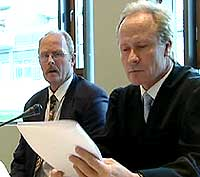 Bjørn Martinsen (t.v.) sammen med sin advokat Per Danielsen under rettsaken mot ham.