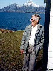 Leif B Lillegaard