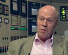 Arne Skjeltorp leder forskning på nanokarbonrør på Kjeller. (Foto: NRK)