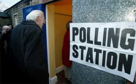 VINNER: Det probritiske Democratic Unionist Party og partileder Ian Paisley ble en av valgets vinnere i Nord-Irland. Republikanske Sinn Fein hadde også stor oppslutning.