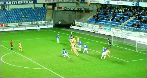 Molde offensiv med flere angrep tidlig i første omgang, før presset ble for stort. Foto: Gunnar Sandvik