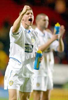 James Milner (t.v.) jubler etter å gjort 1-0 for Leeds (Foto: Reuters/Scanpix)