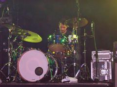 På trommer: Nigel Primrose. Foto: Øyvind André Haram. NRK Musikk.