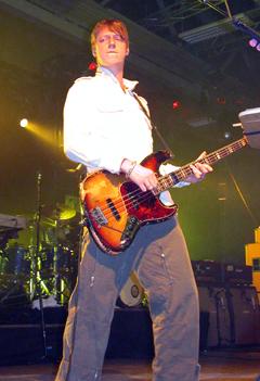 Dougie Payne på bass. Foto: Øyvind André Haram. NRK Musikk.