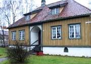 Porsgrunn bymuseum kjemper for eierskapet til poselenssamlinga. (Foto:NRK)