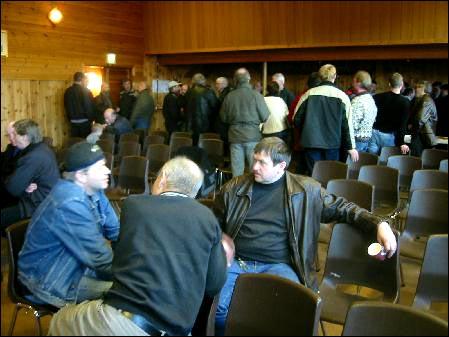 Omlag 100 bønder var på møtet og gjorde et enstemmig vedtak om å satse på Moldeslakteri. Foto: Gunnar Sandvik