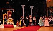 Mange er med i forestillingen i Drammens Teater. Foto: Svein Olav Tovsrud