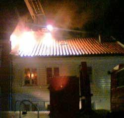 Brann i trehusbebyggelse er mange brannfolks mareritt. Her fra en brann i Kristiansand i fjor.