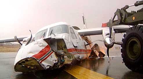 Slik så Dornier 228-maskinen ut etter krasjlandingen på Bodø lufthavn 4. desember i fjor. Foto: Einar Breivik, NRK.