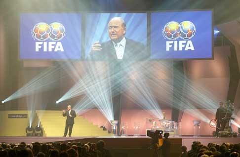 FIFA-president Sepp Blatter under trekningen. (Foto: Reuters/Scanpix)