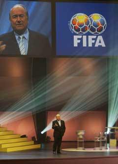 FIFA-president Sepp Blatter dirigerte trekningen. (Foto: AFP/Scanpix)