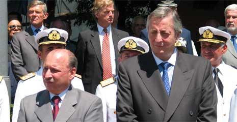 Forsvarsminister Pampuro og president Kirchner (f.h) (Foto: NRK)