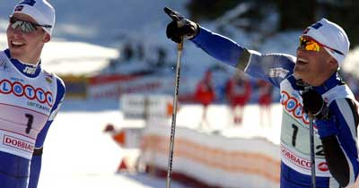 Håvard Bjerkeli og Tor Arne Hetland jubler etter seieren. Foto:AFP/Scanpix