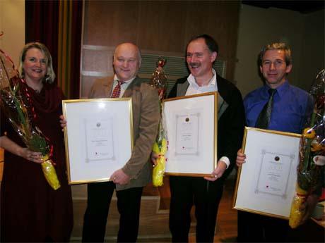 Ole Gunnar Søviknes frå Bergen er tildelt Hordaland fylkeskommune sin oppfinnarpris for 2003. Frå venstre; Fylkesordførar Torill Selsvold Nyborg , Ole Gunnar Søviknes, Ingmar Høgøy og Leon Pedersen.
