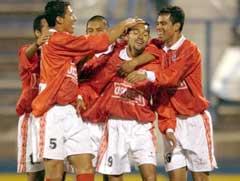Cienciano-spillerne jubler etter et mål i den Sør-Amerikanske Cupen. (Foto: AP/Scanpix)