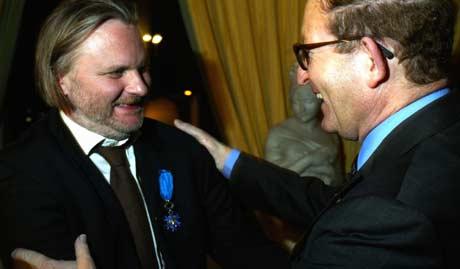 Frankrikes ambassadør i Norge, Hubert de La Fortelle, foretok overrekkelsen i ambassadeboligen i Oslo. Foto: Scanpix