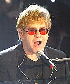 7. juli kommer Elton John til Norge. Allerede nå, før billettene er lagt ut til ordinært salg, kan du få kjøpt de. Foto: Eckehard Schulz, AP Photo.