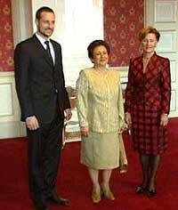 Før seremonien var Shirin Ebadi i audiens på Slottet. (Foto: NRK)
