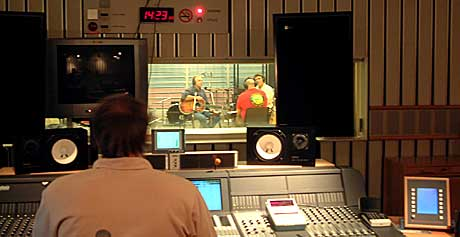 Knutsen og Ludvigsen is back! Her i studioet til Kveldsåpent. Foto: NRK.