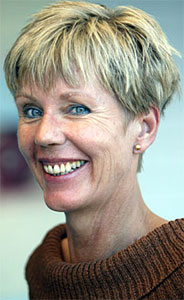 Karin Fossum får prisen for et oppsikstvekkende litterært løp (Foto:Scanpix/Knut Falch)