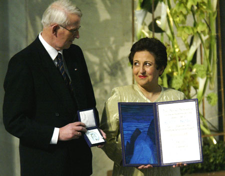 Blikk lyver aldri: Her avkreftes myten om at det ikke er mulig å ligge seg til Nobels Fredspris. (Marianne Westerlund) Foto: Scanpix.