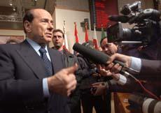 Den italienske statsministeren Silvio Berlusconi leder EU-toppmøtet som skal bli enig om ny grunnlov. Foto: Dominico Stinellis, AP/Scanpix.